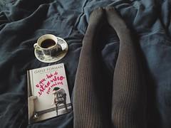 O que há de estranho em mim (?) (~Miss Skellington) Tags: books meias tea chá livros