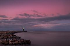 Western harbour light (Prieni) Tags: mole molenfeuer warnemnde groyne harbourlight evening baltic