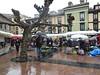 19 de Abril 018 (Jusotil_1943) Tags: lluvia gente mercado paraguas toldos 19deabril