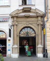 Krakov, Rynek (34) (ladabar) Tags: doorway portal krakw cracow cracovia krakau krakov dvee portl