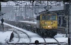 86501 at northampton (47604) Tags: snow storm electric northampton freightliner class86 86501 alltypesoftransport