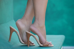 https://youtu.be/JwdV4JcF_io (lupita2008) Tags: legs feet pies sexys piernas lupita mules lesjoliespieds