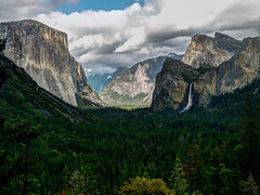Tunnel View, Yosemite (andbog) Tags: usa states casio qvr40 california ca unitedstatesofamerica compactcamera cliff forest mountain trees yosemite yosemitenationalpark yosemitenp nationalpark usnationalpark landscape paesaggio panorama montagna lowres lowresolution casioqvr40 spring primavera pointandshoot ps natura nature clouds nuvole bridalveilfall elcapitan valley valle vistapoint vista view photomatix hdr montagne