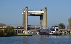 Gouwebrug, goederentrein als spelbreker (Ahrend01) Tags: electrolux alphen gouwebrug gouda schip gouwe