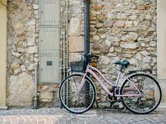 Bicycle #022 (Peter.Bartlett) Tags: vsco lunaphoto urban wall olympusomdem1 m43 microfourthirds cycle peterbartlett urbanarte bike drainpipe kodakportra160emulation door bardolino veneto italy it