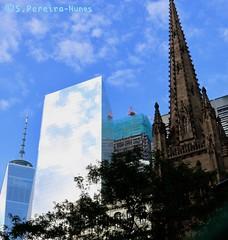 New York, the contrast (ssspnnn) Tags: church iglesia igreja trinitychurch latrinidad downtown newyork worldtradecenterone canoneos70d spnunes nunes spereiranunes eeuu usa