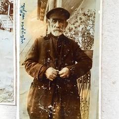 Разглядываю лица предков. Нет ни одной фотографии с улыбающимися лицами. 100 лет назад было не до улыбок.