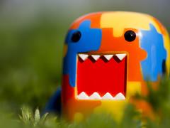 Domo's in the garden (Jam-Gloom) Tags: macro art toy blind box designer vinyl mini olympus domo figure jigsaw colourful domokun omd qee arttoy designertoy designervinyl em5 blindbox olympusomd olympusomdem5 jigsawdomo