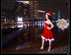nEO_IMG__MG_2502 (c0466art) Tags: christmas city light portrait reflection girl rain night canon garden photo big amazing colorful pretty view julia outdoor gorgeous event lamps charming russian celebrate decroration 1dx banchao c0466art