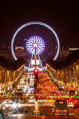 Paris by night Noel Bleu blanc rouge Stage by Laurent T (Laurent Tine : Guide & Photographe) Tags: light red paris france car by night painting rouge grande photo december photographie stage attack champs elyses cartier bleu after guide notre dame nuit iledefrance blanc tine luxe liberte laurent visite roue 2015 ambaince