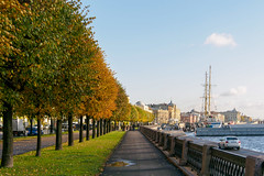 Last day of September at Leutenant Schmidt embankment (Suicidal_zombie) Tags: russia russie saintpetersburg stpetersburg saint petersburg beautiful autumn fall leaves morning sunny grass green orange