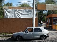 (Ponto e virgula) Tags: mexico sanmigueldeallende draped parkinglot estacionamento carrito