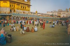 2004-Golden Temple Kar Sewa 2 (Malwa Bus Archive) Tags: amritsar goldentemple india punjab sikhs to416 travel karsewa malwabusarchive 2004