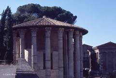 Bocca della Verit (Piazza della) - Tempio di Ercole Vincitore (Fontaines de Rome) Tags: roma rome rom piazzadellaboccadellaverit piazza bocca verit tempiodiercolevincitore