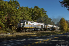 Let the Show Begin! (Trevor Sokolan) Tags: dl delawarelackawanna c636 alco mlw century diesel locomotive curve fall pa pennsylvania brownscrossing pocono trains train trainspotting tracks shortline freight pt97 railway railroad railfan rail railfanning gvt road