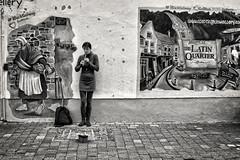 (...) (ángel mateo) Tags: ángelmartínmateo ángelmateo irlanda galway ireland eire erin irish ♣ flautairlandesa irishwhistle tinwhistle pennywhistle feadógstáin feadóg música músicairlandesa músicaenlacalle graffiti mujer irishflute music irishtraditionalmusic busking woman blancoynegro blackandwhite monocromo monochrome