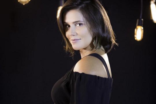 Deborah Secco estreia programa sobre maternidade na web