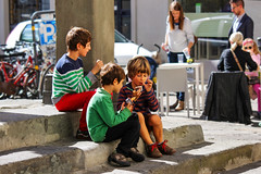Un gelato tra piccoli amici (MaOrI1563) Tags: italy florence italia tuscany gelato photowalk firenze toscana amici 2015 maori1563 photowalk2015