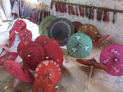 """Pindaya: la fabrique d'ombrelles et de lampes en papier <a style=""""margin-left:10px; font-size:0.8em;"""" href=""""http://www.flickr.com/photos/127723101@N04/22854149144/"""" target=""""_blank"""">@flickr</a>"""