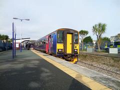 153318 Newquay (3) (Marky7890) Tags: station train cornwall newquay railway gwr dmu class153 fgw supersprinter atlanticcoastline 153318 2n04
