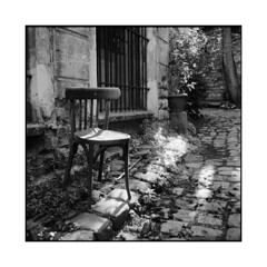 the old chair 3  paris, france  2015 (lem's) Tags: street old paris france chair minolta rue chaise vieille paved autocord pave