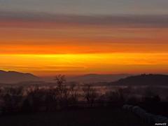 colori dell'alba dalla finestra (memo52foto) Tags: fog sunrise dawn nebel alba aurora nebbia niebla brouillard madrugada brume aube morgenstunde nebbie tagesanbruch morgenrote coloridellalba