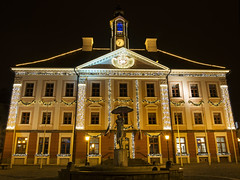 Tartu Town Hall, Xmas 2015 (neilalderney123) Tags: christmas architecture night estonia olympus carillion carillon tartu 2015neilhoward