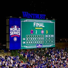 Every @cubs fan's dream come true tonight. #FlyTheW ⚾️ (southportcorridorchicago) Tags: instagramapp square squareformat iphoneography uploaded:by=instagram cubs southportcorridor lakeview chicagocubs worldseries chicago wrigleyville southport wrigley wrigleyfield fall