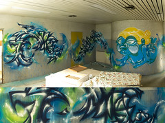 (beplus) Tags: graffiti abstract abstrait sirne mermaid bleu vert blue green abandoned decayed derelict abandonment kitchen cuisine