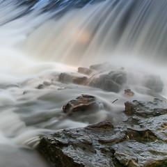 eau (ingridsavary) Tags: eau poselongue carre riviere canon 24105 esenciadelanaturaleza
