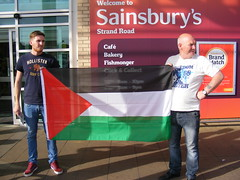 IRSP - Pro Palestine / Palestinian Protest in Derry 2014 (seanfderry-studenna) Tags: irsp irish republican socialist party movement irsm derry londonderry ireland eire politics political socialism protest campaign palestine palestinian flag solidarity support conflict boycott people persons outdoor outside