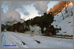 Ukraine 94 Winter_128aa (r_walther) Tags: baureihel baureihete breitspur dampflok dampflokomotive doppeltraktion dzherelo exbaureihe52 exdeutschereichsbahn lok5141 lok6115 stöckli ukraine ukrsalisnyzja umgespurt vorspann winter zakarpattia ukr