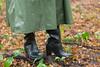 5DA07432_Gummimantel_gruen_kl (helani44) Tags: gummimantel gummistielel outdoor gummicape gummhandschuhe regenmantel gummihut regenhut