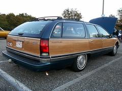 1995 Buick Roadmaster Estate Wagon (splattergraphics) Tags: 1995 buick roadmaster estatewagon wagon stationwagon cruisenight lostinthe50s marleystationmall glenburniemd