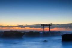 Dawn of the pacific ocean (t.kunikuni) Tags:    jp             japan ibarakiken ibaraki oarai oaraimachi oaraiisomaejinjashrine oaraicoast ocean sea pacificocean shrine
