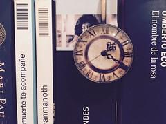 Tiempo para libros (agutierrezs) Tags: tiempo libre reloj horas minutos segundos libros