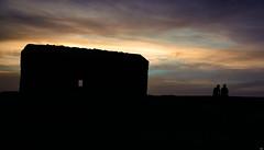 Garita Herbeira - Cedeira (Testigo Indirecto) Tags: herbeira cedeira sea sky silhouette silueta friends couple talking view cliffs acantilados magic twilight ocaso