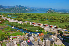 Passenger train 6152 from Bar to Podgorica, Vranjina, MNE (Mladja_IC431) Tags: montenegro skadar lake jezero crnagora groblje cemetery nature naturefan railway railpassion railroad beogradbar podgorica local rvr 412 trains green blue mountain trainspotting trainspotter passenger