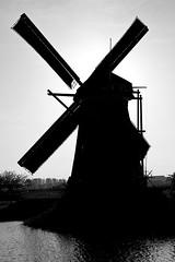 Windmolen (peterreading) Tags: kinderdijk wind windmolen molen nederland dutch windmill mill tourist tourism famous netherlands afternoon silhoette blackandwhite bw