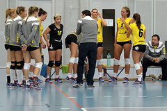 GO4G3469_R.Varadi_R.Varadi (Robi33) Tags: game girl sport ball switzerland championship team women action basel tournament match network volleyball block volley referees viewers