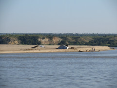 "Trajet en bateau sur le fleuve Irrawaddy (de Mandalay à Bagan) <a style=""margin-left:10px; font-size:0.8em;"" href=""http://www.flickr.com/photos/127723101@N04/22902678339/"" target=""_blank"">@flickr</a>"
