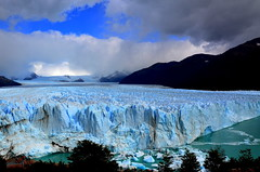 Glaciar Perito Moreno (davi85travel) Tags: glaciar perito moreno argentina america sky ice water world waterfalls white explore experience enjoy explorer reflex travel trip tradition travelstory trekking utravelshare unique unesco outdoor photo photographer people photograph landscape life love landmark lake journey happy happyness sea stunning summer amazing award adventure southamerica camera beautiful backpacker backpacking nikon nikonflickraward nikond5100 nature nationalpark memories followmefaraway flickrtravelaward losglaciares patagonia elcalafate