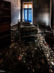La habitacion de la cortina azul (Perurena) Tags: habitacion dormitorio room cama bed letto ruina escombros suciedad dirty decay abandono luz sombra shadow lihgt ventana window cortuna azul blue penumbra oscuridad darkness urbex urbanexplore