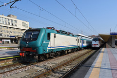 E464.529 in sosta a Torino Porta Nuova (simone.dibiase) Tags: e464 servizio ferroviario metropolitano linea tre 3 torino porta nuova collegno bardonecchia susa xmpr trenitalia sosta pn train station stations rail rails railway railways italy italia france francia loco locos locomotive locomotiva ferrovie dello stato italiane fs nikon d3300 dslr camera nikond3300 passion passione trainspotter best picture world