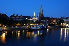 Die Schlachte in Bremen (fototraber) Tags: schiff dämmerung gebäude bremen schlachte germany deutschland bremenschlachte bremencity weser