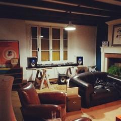 #homesweethome #djbooth #gadebourg #technics #pioneerdj #prodipe #allenandheath #dj #vinyle #instamusic #instadj #instason #igersbordeaux #posey #chill #sound #igbordeaux #bordeauxmaville #Bordeaux #backtoclassics #son #wood #oak