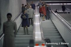 Stachus Untergeschoss Doppelrolltreppe 1970 copy (Pacific11) Tags: mnchen munich 1970 1971 vintage alt selten bilder bayern stachus karlsplatz untergeschoss fussgnger rolltreppe