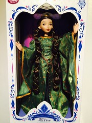 Elinor Limited Édition (Disney Dolls Fan) Tags: green beauty store doll dolls dress mother disney le merida brave limited edition rare luxe elinor poupée rebelle