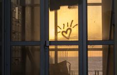 le signal (cc .. jeckle) Tags: door sunset sea mer canon heart tag coeur porte soir signal plage transparence lettres boite urbex g12 abandonné soulac couchésoleil