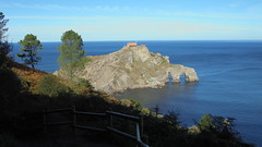 San Juan De Gaztelugatxe (Indautxu71) Tags: november autumn sea españa paisajes costa seascape fall weather landscape coast mar spain scenery outdoor walk shoreline environmental bluesky paisaje hike noviembre paseo shore otoño stroll caminata bizkaia euskalherria euskadi vizcaya basquecountry paisvasco clearsky seaview bakio tiempo northernspain itsasoa paisaia cieloazul vistadelmar bayofbiscay marcantábrico kostaldea sanjuandegaztelugatxe cantabriansea pasealekua alairelibre azaroa eguraldi baquio visitspain zeruurdina udazkenean descubreeuskadi discoverbasquecountry kanporako turismoeuskadieus http7maravillases httpwwwbakioorg